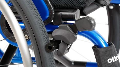 Alavanca articulada de travamento das rodas na Avantgarde CLT