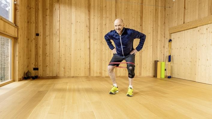 Strength exercise for knee joints affected by osteoarthritis of the knee (Agilium Move)