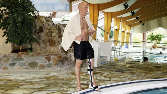Aqualine orthosis system at the pool