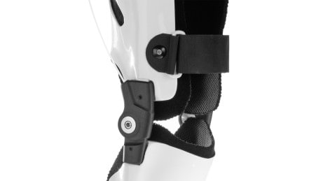CarbonIQ knee joint with pull-release cable
