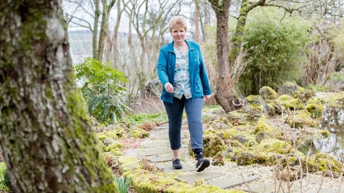 Walk without tripping on uneven terrain