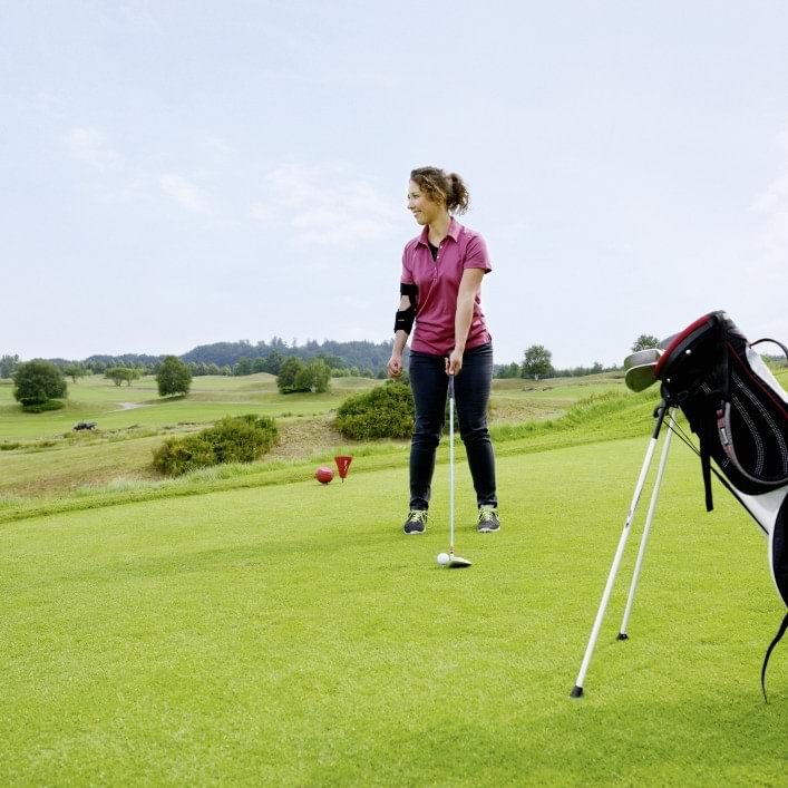 Marleen plays golf with the Omo Neurexa plus