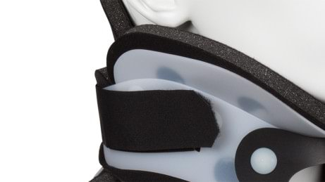Hook and loop closure of cervical brace Smartspine Collar