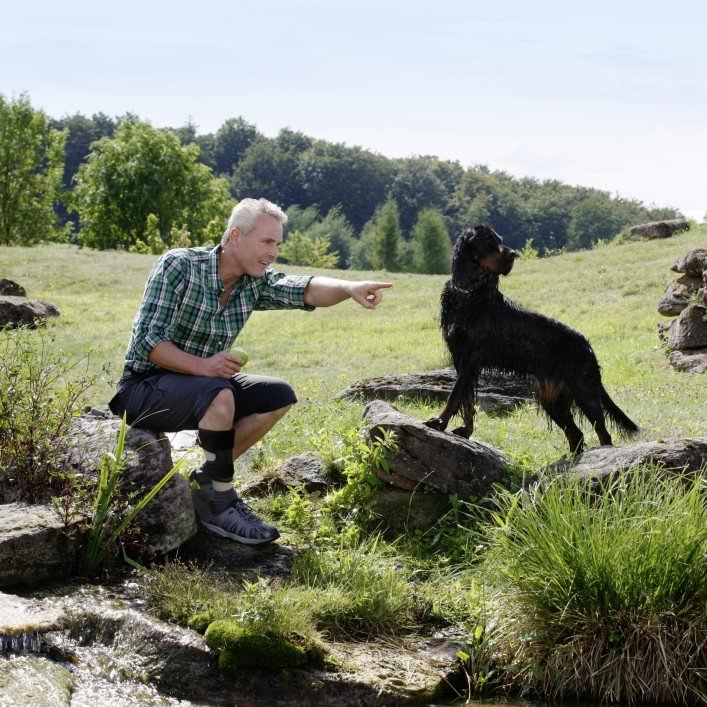Henning mit WalkOn Reaction und Hund