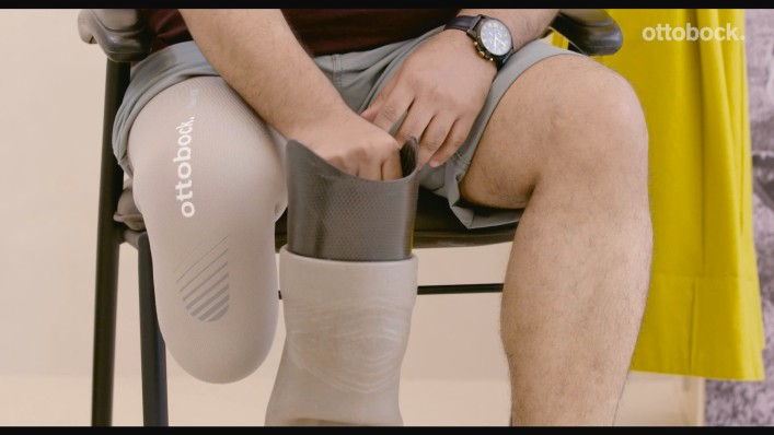 How to put on a below knee prosthesis with Pin Liner (Shuttle Lock System)?
