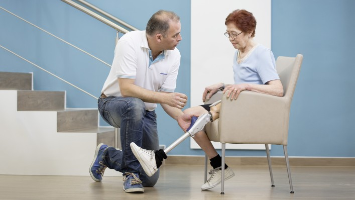 CPO explains that the Prosedo knee supports safe sitting-down through a high resistance