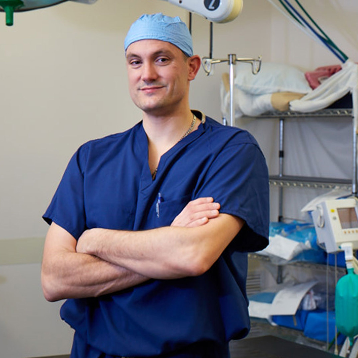 Dr. Bradley works as a general orthopedist with the Genium knee.