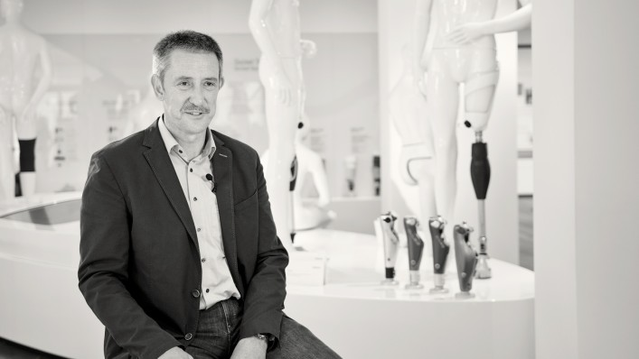Bernd Schwien, Professor for Social Management, in an interview with an Ottobock employee