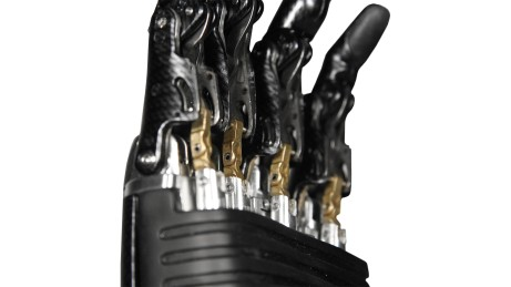 Individual motors in each finger