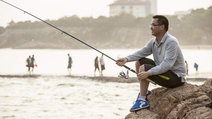 Man using his MyoFacil prosthesis while fishing