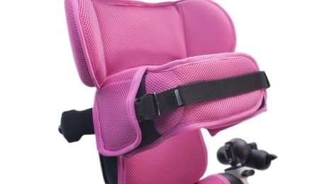 Adjustable shoulder support and wraparound flexible chest laterals support of Mygo Stander
