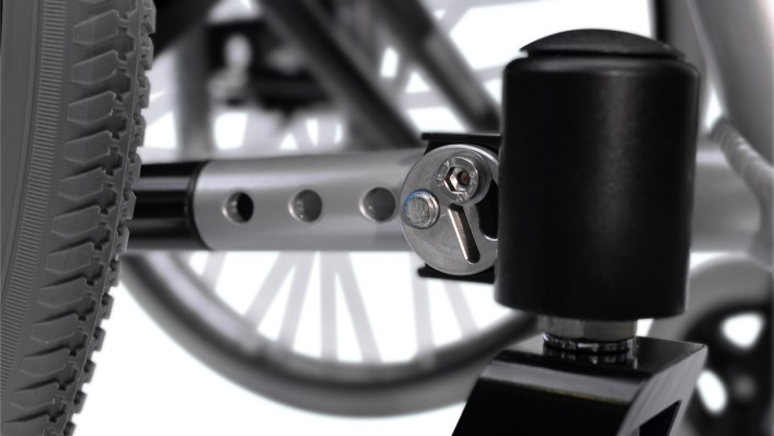 Easy adjustable caster housing alignment of a Motus wheelchair