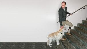 Jürgen met WalkOn op de trap