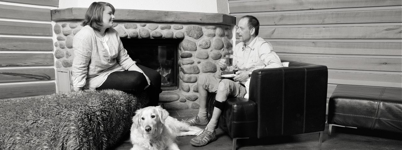 Jürgen with WalkOn sitting at the fireplace with girl friend & dog