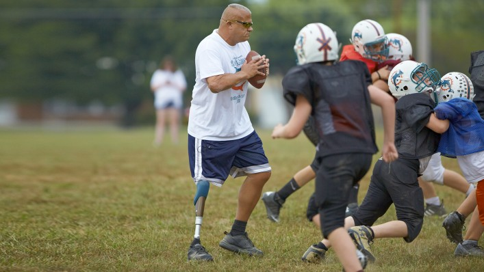 Kevin with C-Leg prosthesism playing football with his team.