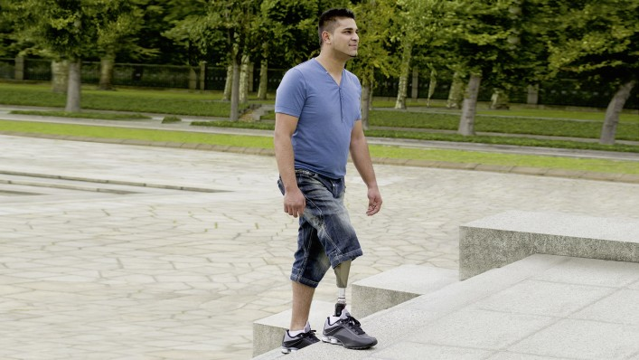 Hamed walking up the steps..